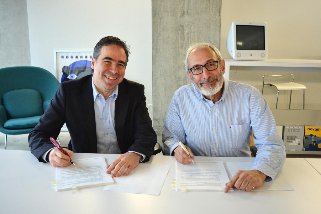 Alain Dufour, Secretary General and Co-Director WDSO, signed with David Grossman